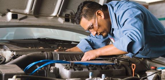 מוסכים מכונאי רכב תיקון רכב / צלם:  thinkstock